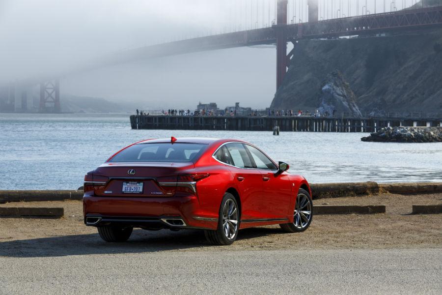 Nuevo Lexus LS F-sport, más dinámico que nunca.