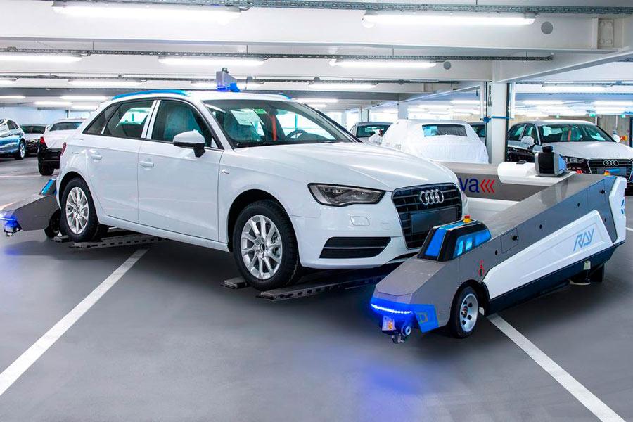 Audi ya prueba con máquinas para trasladar los coches de un lado a otro en las fábricas.