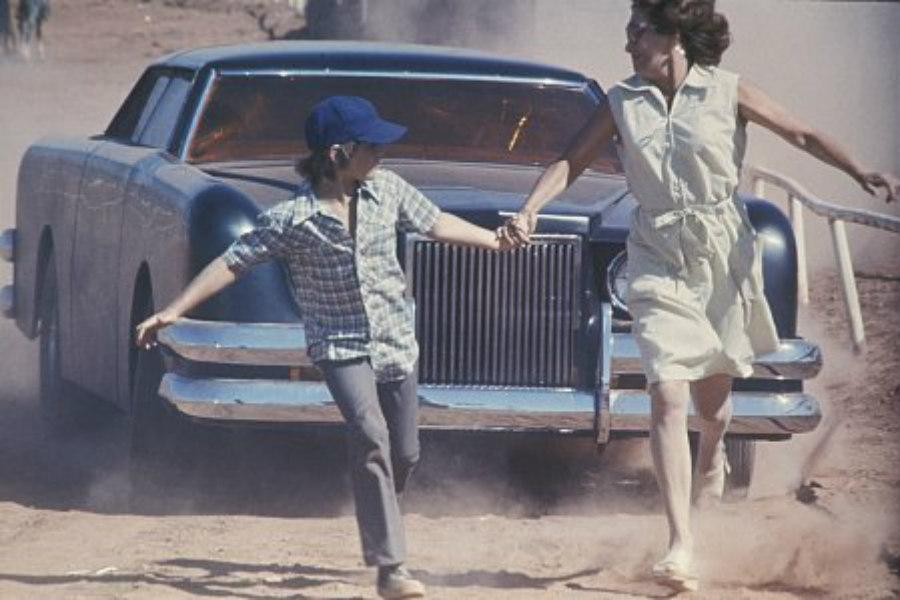 El Lincoln Mark III utilizado en esta película está modificado especialmente para semblar el terror