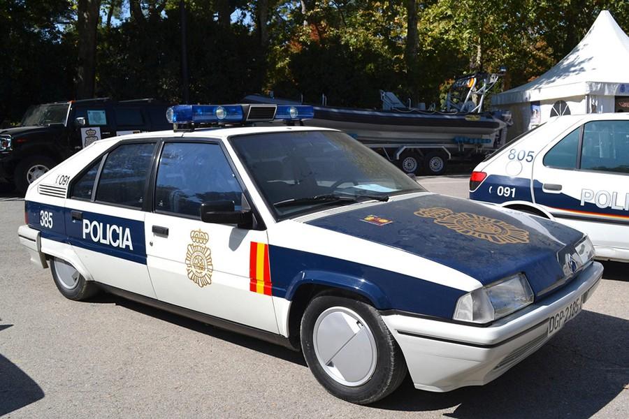 Los primeros BX de policía estaban pintados en marrón.