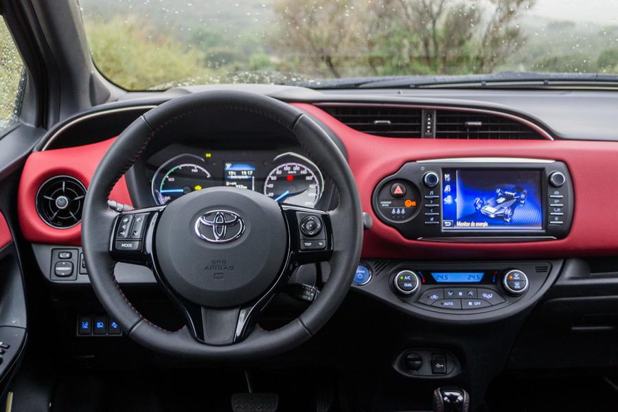 El habitáculo del Toyota Yaris tiene todo a mano.