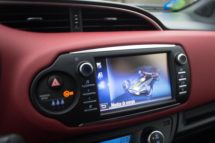 Los indicadores del cinturón de seguridad y airbag del acompañante son excesivamente grandes.