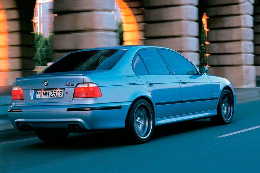 La tercera generación del M5 abandonó los motores de 6 cilindros en línea.