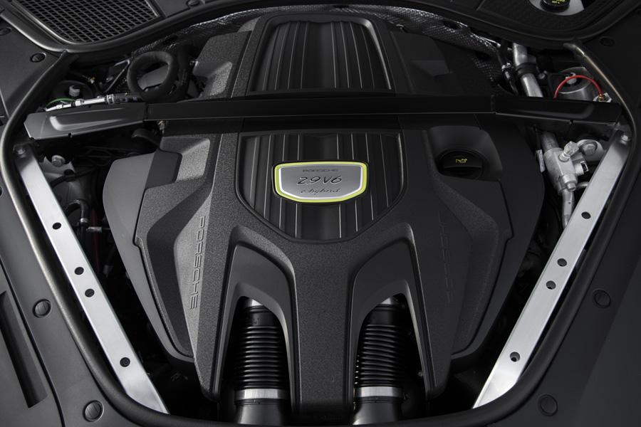 El propulsor V6 del Panamera se esconde tras una gran tapa plástica.