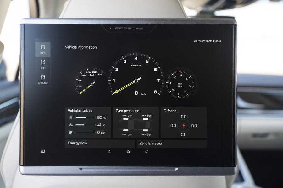 El sistema de infoentretenimiento trasero permite conocer en todo momento los parámetros del vehículo.