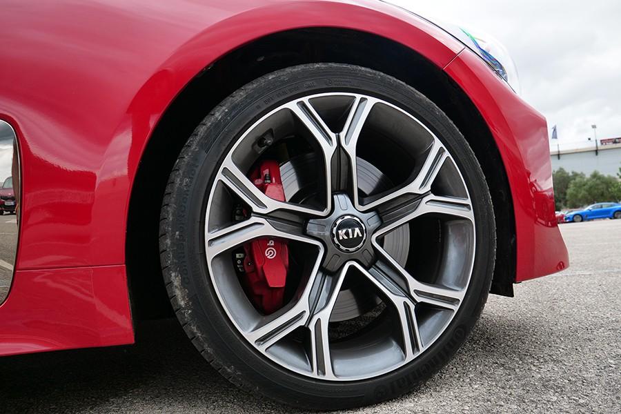 Las llantas de 19 pulgadas son de serie en los GT.