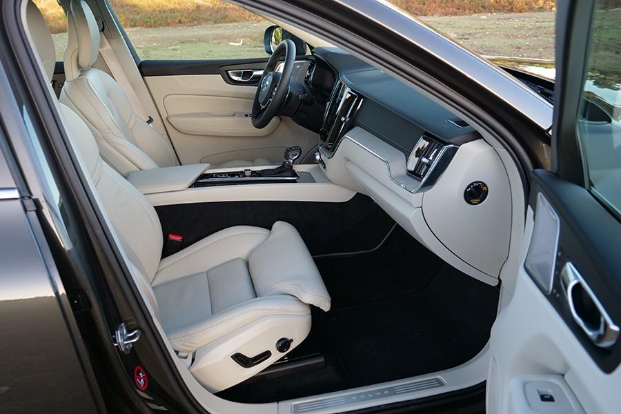 El interior del Volvo XC60 es un ejemplo a seguir por amplitud, elegancia y ergonomía.