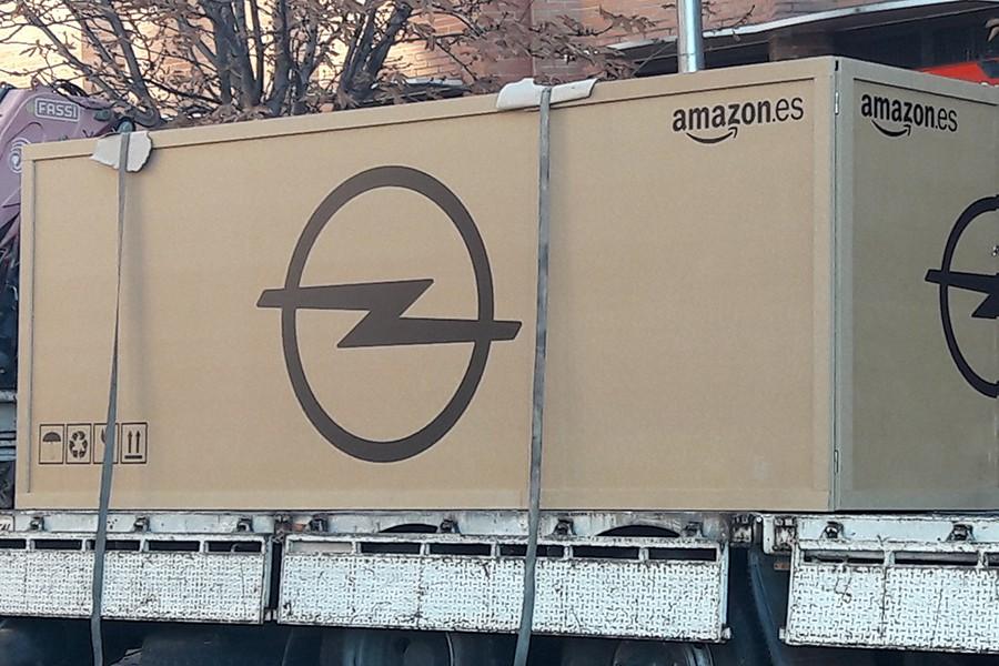 ¿Cómo entrega Amazon el primer Opel Grandland X?, pues así