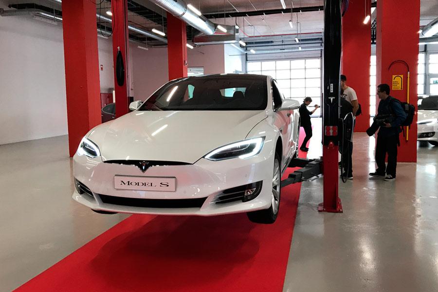 Servicio oficial de Tesla en L'Hospitalet de Llobregat (Barcelona).