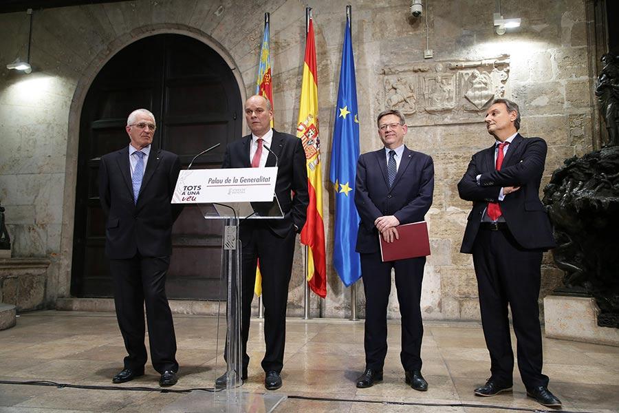 Miembros de Ford y Presidente de la Generalitat Valenciana.