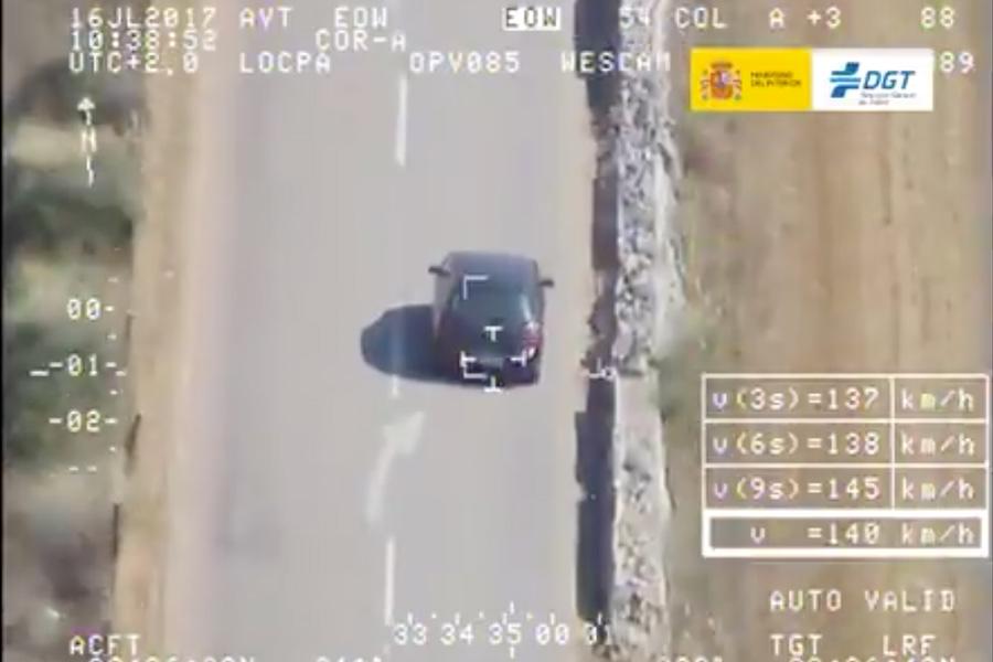 Este vehículo circula a 140 km/h en un tramo limitado a 70 km/h.