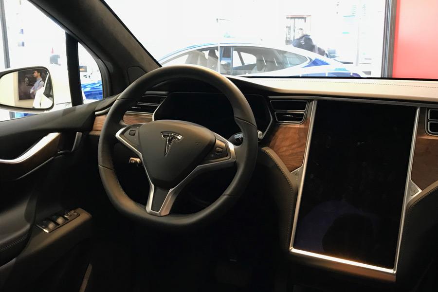 En los concesionarios de Tesla también puedes reservar y realizar pruebas de conducción con los Model X y Model S.