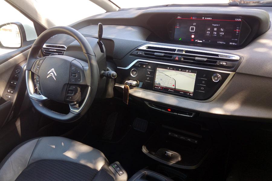 El interior del Citroën Grand C4 Picasso sorprende por la calidad de los materiales empleados.