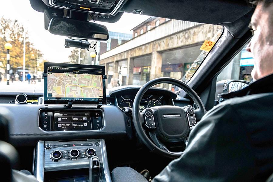 Por ahora, apenas una docena de ciudades permiten realizar pruebas con coches autónomos.