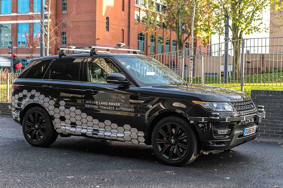 Este Range Rover está repleto de sensores y radares para poder circular de manera completamente autónoma y obtener datos para sus ingenieros.