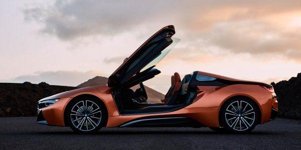 Nuevo BMW i8 Roadster: curvas, nubes y más curvas…