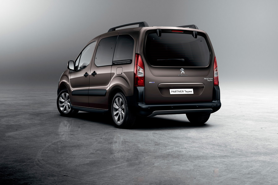 Peugeot Partner Tepee Adventure Edition trasera.