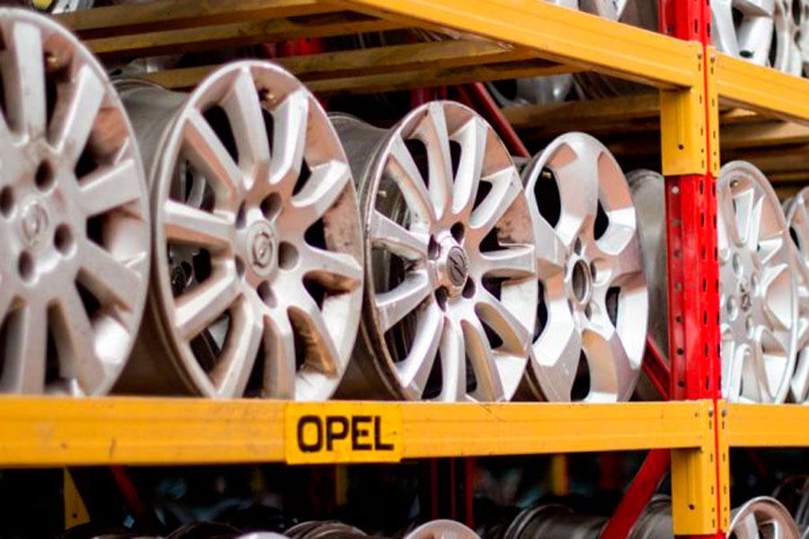 Las partes de tu viejo coche pueden servir de repuesto el día de mañana en otro del mismo modelo.