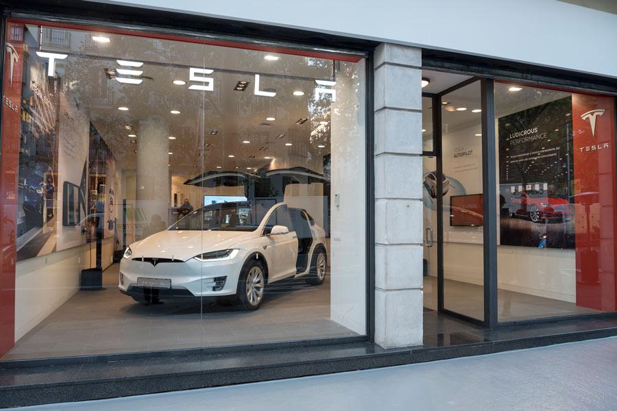 Así son los concesionarios y talleres de Tesla en España