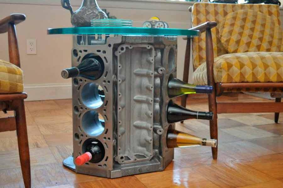 Botellero y mesa hecho con un V8
