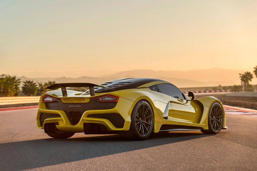 El Venom F5 tiene una importantísima carga aerodinámica.