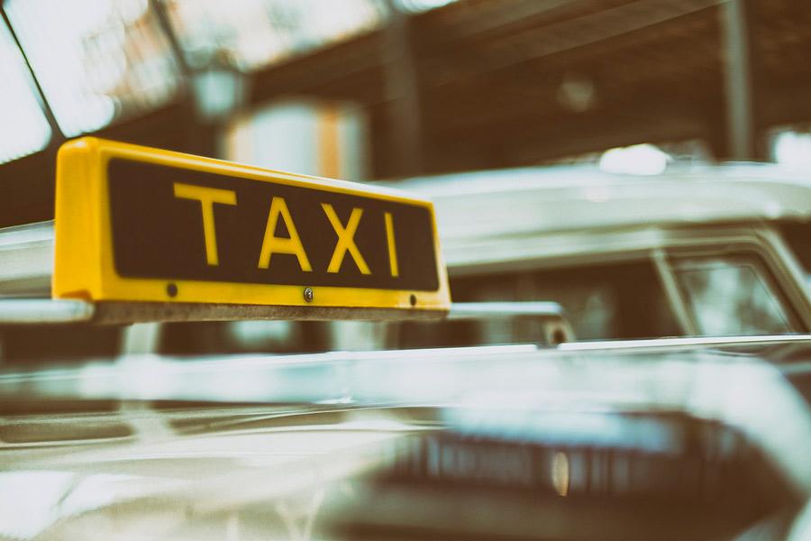 ¿Dónde son más caros los taxis en España? ¿Y más baratos?