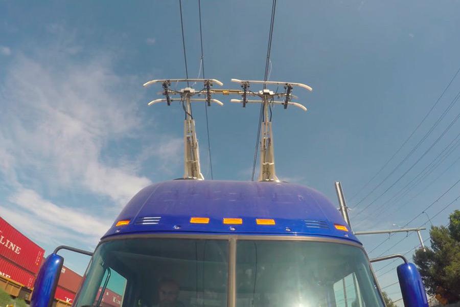 Sistema de catenaria y pantógrafo que compone el sistema eléctrico, como el de los tranvías o los trenes.