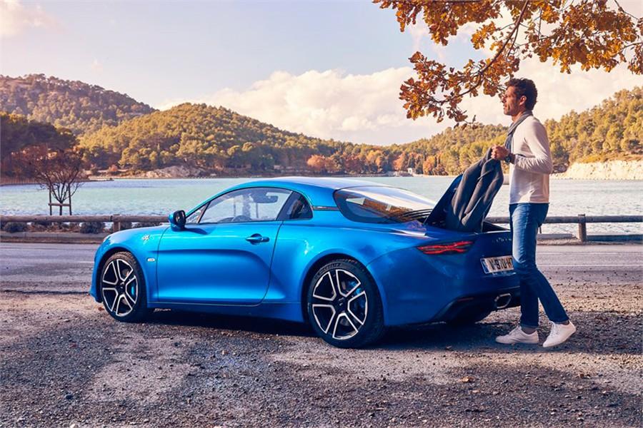 Otro coche con el que soñaron en su juventud y que ahora pueden hacer realidad.
