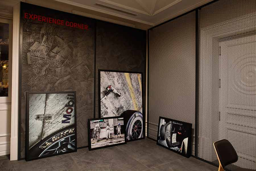 Tienda efímera Porsche: cuadros de Manu Campa