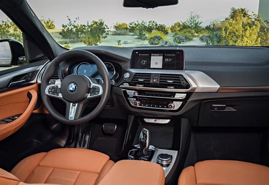 El salpicadero del nuevo BMW X3 optimiza el espacio interior del habitáculo.