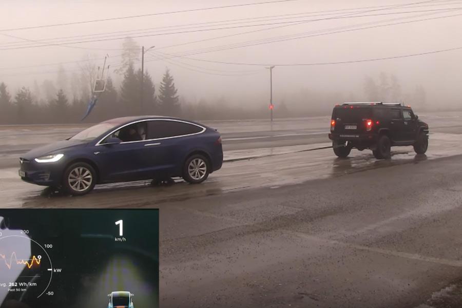 Tesla Model X o Hummer H2, ¿quién puede más?