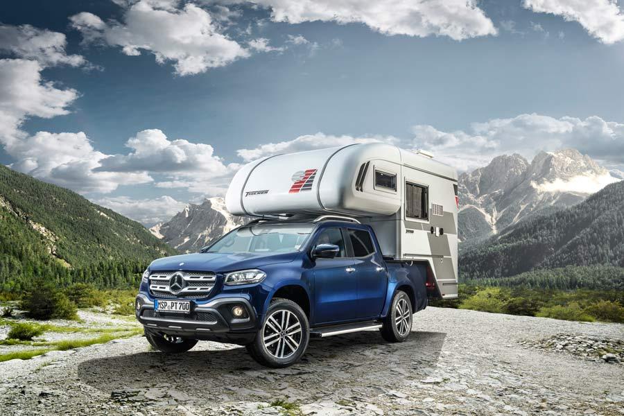 En la caja trasera monta una caravana para hacer de la Clase X un modelo todavía más práctico.