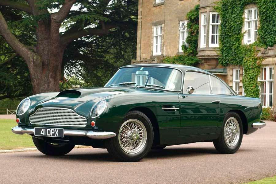 Aston Martin también está en esta prestigiosa lista con su DB4 GT, que alcanzó en el 59 los 245 km/h.