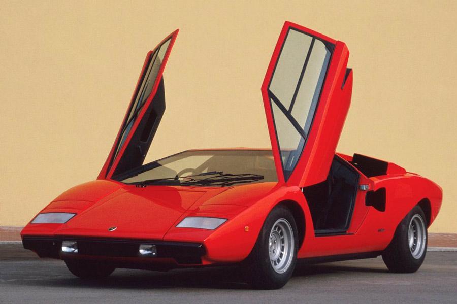 El Lambo Countach y sus míticas puertas de tijera fue el coche más rápido en la década de los 70.