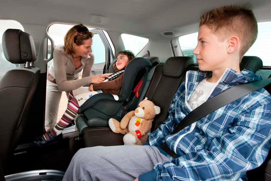 Tres de cada cinco padres ponen en peligro a sus hijos mientras conduce