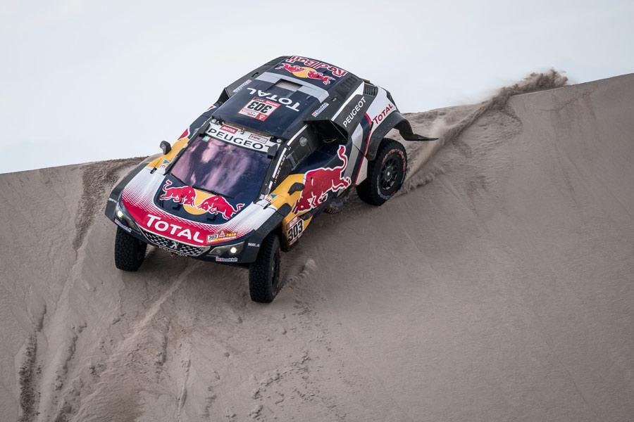 Con la despedida de Peugeot, Toyota o Mini podrían ser las escuadras en las que recayera Carlos Sainz el año que viene si finalmente continúa en activo.