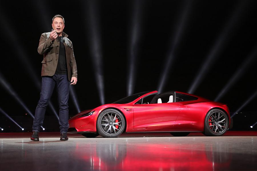 Tesla no pagará a su CEO hasta que cumpla con sus objetivos