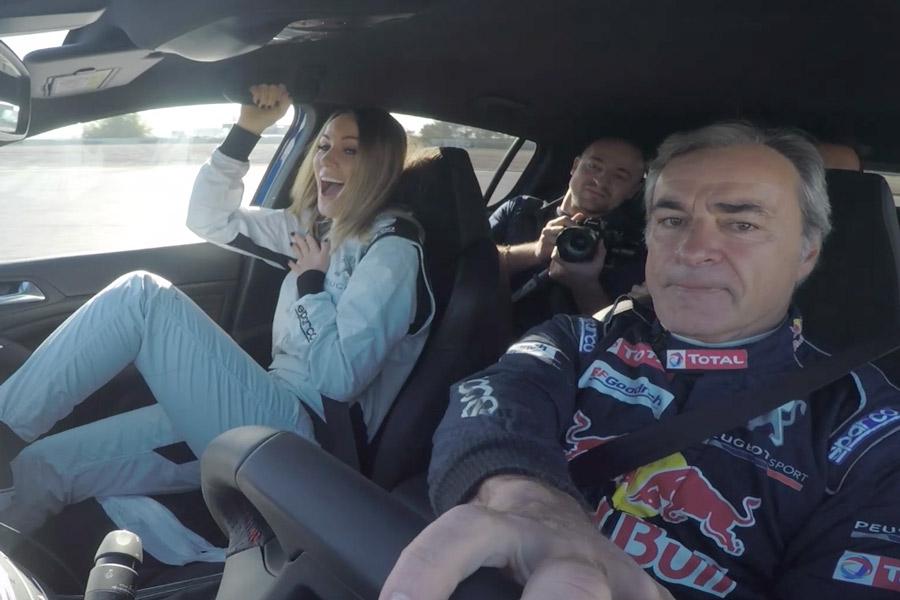 Carlos Sainz enseña a conducir a Edurne y a Ferrer en El Jarama