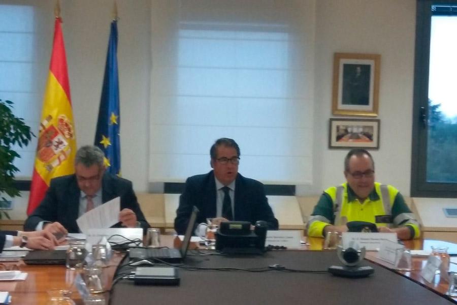 El director general de Tráfico, Gregorio Serrano (en el centro), durante el Comité de Seguridad Vial del pasado miércoles.