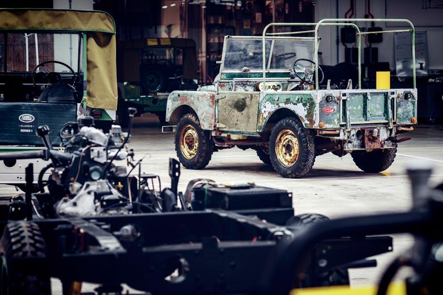 El primer Land Rover de la historia no morirá en su 70 cumpleaños