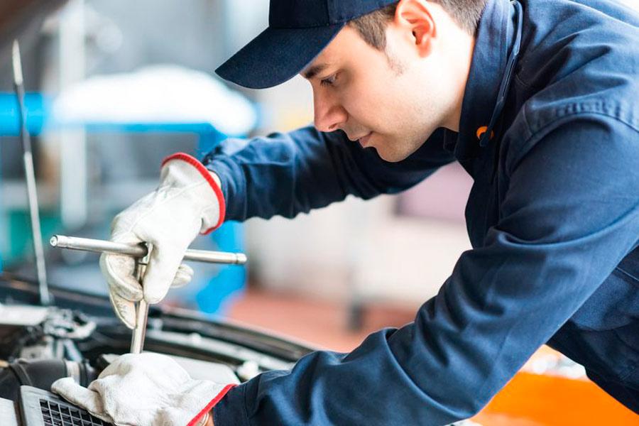 ¿Dónde sale más caro y dónde más barato reparar el coche?