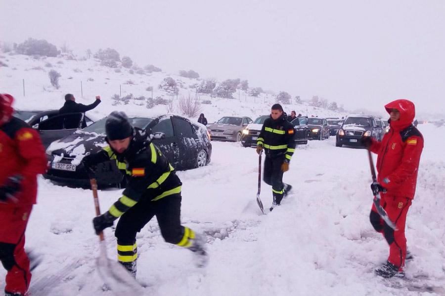 Caos por las nevadas: ¿falta de previsión o algo incontrolable?