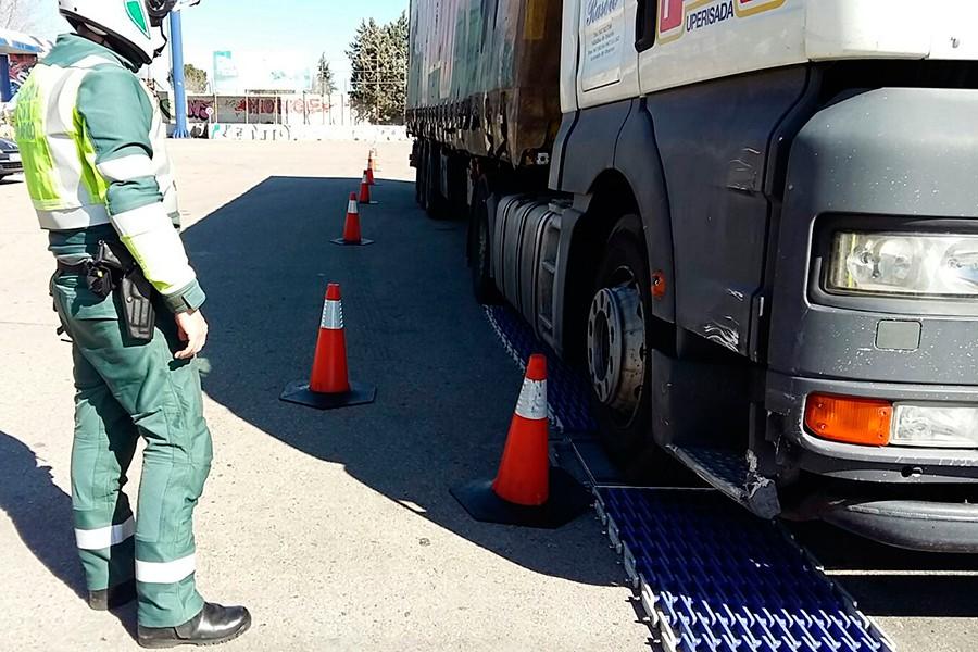 Camiones y autobuses: la nueva campaña de la DGT