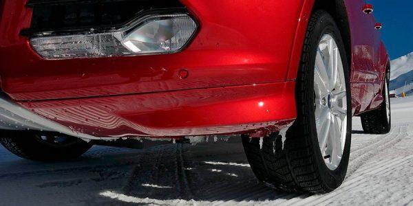 Por qué agarra un neumático de invierno sobre el hielo o la nieve