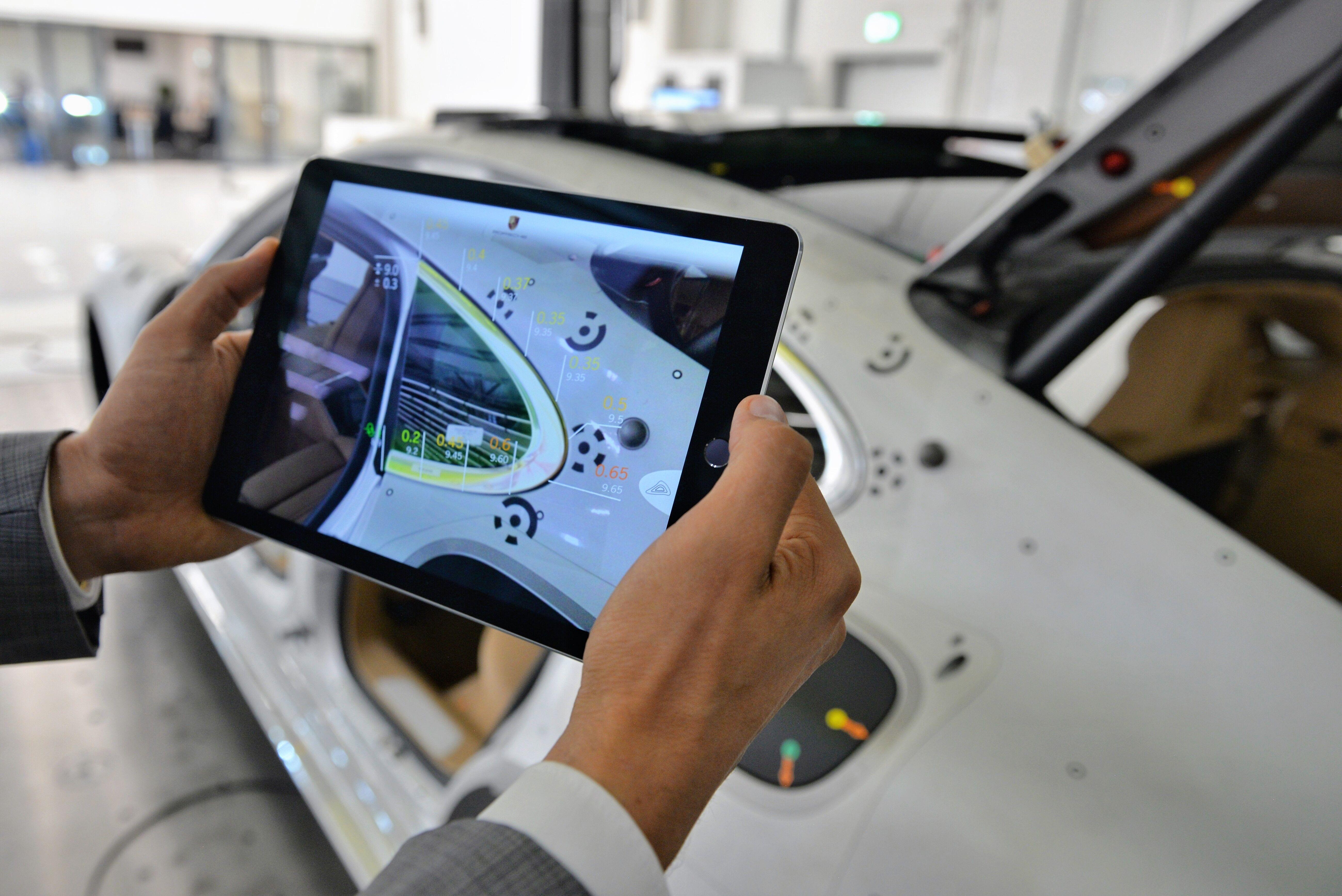 En Porsche, las tabletas se convierten en una herramienta de control de calidad.