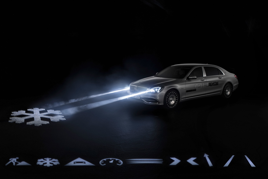 Olvídate del Head-Up Display con las luces Digital Light de Mercedes