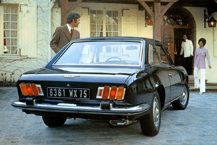 Las ópticas traseras de este 504 Coupé han sido la fuente de inspiración para los pilotos de los Peugeot en la actualidad.