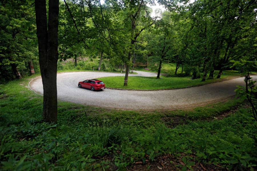 En Polonia hay más de 23 Parques Nacionales y rutas para combinar coche y senderismo.