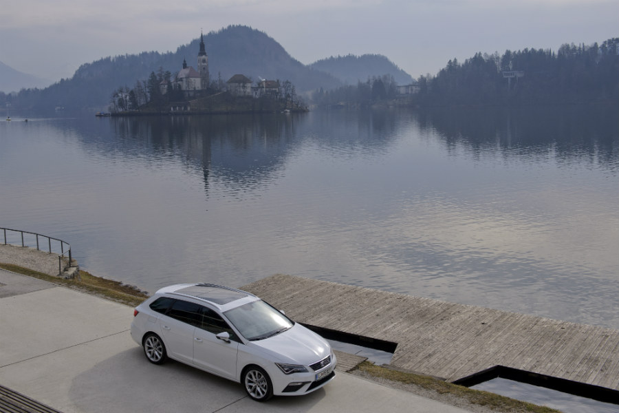 Situado a los pies de los Alpes Julianos en Eslovenia se encuentra el lago de Bled.