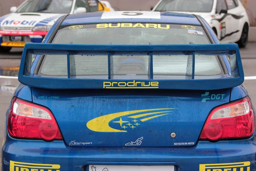 Muchos de los asistentes son fanáticos de los gloriosos años de Subaru en el Mundial de Rallies.
